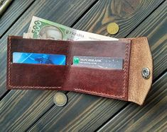 Artículos similares a Gift for dad Mens wallet leather wallet minimalist wallet small wallet personalized wallet mens gift for him credit card wallet en Etsy Minimalist Leather Wallet, Small Leather Wallet, Leather Card Case, Black Wallet, Small Wallet, Pocket Wallet, Gifts For Dad, Fathers Day Gifts, Credit Card Wallet