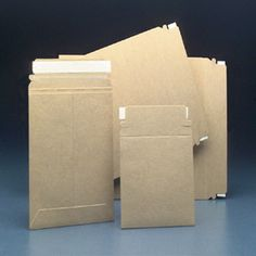 Look what I found at JAM Paper and Envelope: Brown Kraft 100percent Reycled Photo Mailers - http://www.jampaper.com/Envelopes/PhotoMailers/BrownKraft100percentReycledPhotoMailers