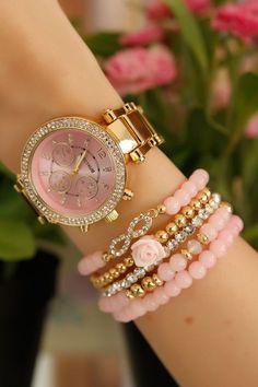 Pembe İç Detaylı Gold Kasa Bayan Saat ve Bileklik Kombini hover