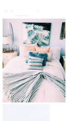 35 most popular beach style bedroom design ideas - Bedroom Decor Ideas Room Ideas Bedroom, Home Bedroom, Bedroom Inspo, Surf Bedroom, Dorm Room Themes, Bedroom Themes, Bright Bedroom Ideas, Beach Room Themes, Blue Bedroom Ideas For Girls