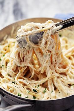 Best Homemade Alfredo Sauce Ever! - The Best Homemade Alfredo Sauce Ever! This alfredo sauce is awesome on top of just about any pasta -The Best Homemade Alfredo Sauce Ever! - The Best Homemade Alfredo Sauce Ever! This alfredo sauce is awesome . Italian Dishes, Italian Recipes, Mexican Dishes, Molho Alfredo, Homemade Alfredo, Homemade Sauce, Homemade Pasta, Homemade Recipe, Recipe Recipe