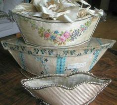 Diane Thalmann - English and French Antique Textiles: SUPERB AND VERY RARE GEORGIAN CREAM SILK AND HAND PAINTED WORK OR EMBROIDERY BAG 1780-...