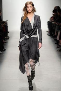 See the complete Leonard Fall 2014 Ready-to-Wear collection.