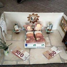Geschenke ~ A room diorama in which almost the entire furnishings are made of money.