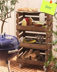Beistelltisch für den Grill but make it for the compost bin Balcony Furniture, Diy Furniture, Diy Academy, Wood Pallets, Wood Projects, Crates, Diy Home Decor, Diy And Crafts, Sweet Home
