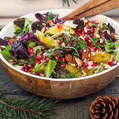 Senapsdressad julsallad med apelsin, granatäpple och hackade mandlar Easy Healthy Recipes, Veggie Recipes, Salad Recipes, Healthy Food, I Love Food, Good Food, Yummy Food, Vegetarian Cooking, Vegetarian Recipes