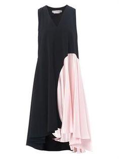 Resultado de imagem para sportmax fratte dress at matches Hijab Fashion, Fashion Dresses, Fashion Details, Fashion Design, Fashion Trends, Dress Skirt, Dress Up, Mode Abaya, Maxi Robes