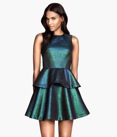 Sleeveless, fitted peplum top in iridescent teal fabric.│ Party in H&M