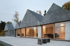 Bildergebnis für bungalow holzbau geneigtes Dach