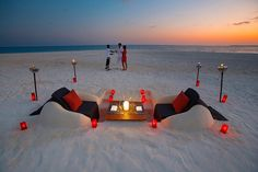 Romantic beach dinner Velassaru Island Romance and laid-back luxury thrive at Velassaru Island in the Maldives - a spectacular five-star resort set amidst the clear waters, luxuriant gardens, and sugary sands of the South. Romantic Beach, Romantic Places, Romantic Dinners, Beautiful Places, Romantic Restaurants, Beach Dinner, Beach Picnic, Vacation Places, Dream Vacations