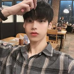 김성환(당근도령)(@hsoun9) • Instagram 사진 및 동영상 Cute Asian Guys, Cute Korean Boys, Asian Boys, Asian Men, Cute Guys, Korean Boys Ulzzang, Ulzzang Boy, Korean Men, Guy Friend Quotes