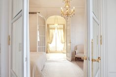 luxury-bedroom-suite