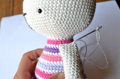 Es un Mundo Amigurumi: Patrón gratis!!! Conejita con Cintillo de Flores Crochet Hats, Diy Crafts, Lana, Ideas, Free Pattern, Giraffe Illustration, Groomsmen, Baby Dolls, Craft