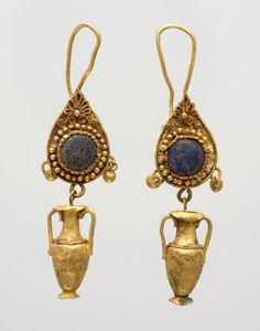 Pair of earrings with amphora pendants – Hellenistic Bce RISD MUSEUM Roman Jewelry, Greek Jewelry, Old Jewelry, Jewelry Art, Antique Jewelry, Jewelery, Vintage Jewelry, Jewelry Design, Byzantine Jewelry