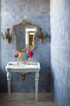 Blue bathroom tiles #decor