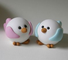 Fimo / Polymer clay Love Birds Fondant too? Polymer Clay Kunst, Polymer Clay Figures, Cute Polymer Clay, Polymer Clay Animals, Cute Clay, Fimo Clay, Polymer Clay Projects, Polymer Clay Charms, Polymer Clay Creations