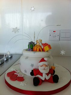christmas cake - love the Santa sitting at the front :)