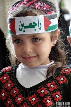 allaboutpalestine:  !راجعين يا وطن  Another cute Palestinian kid for you guys :)