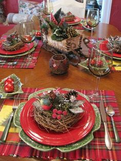CHRISTMAS TABLESCAPE - table setting, red green plaid, country.
