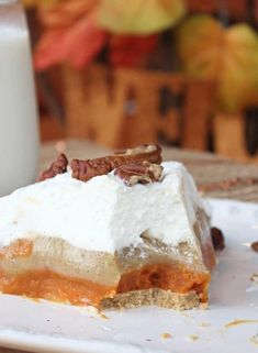 No Bake Triple Layer Pumpkin Spice Pudding Pie | This easy dessert recipe is perfect to make for family and when entertaining this holiday season.  This Pumpkin Pudding Pie is prepped in just 10 minutes! Read more dessert recipes, sweet treats and easy recipes on foodwinesunshine.com | Food Wine Sunshine #easyrecipes #dessertrecipes #florida #holidays #pumpkin #foodblog #foodblogger Vegan Recipes Easy, Pie Recipes, Dessert Recipes, No Bake Desserts, Easy Desserts, Pumpkin Pudding, Pudding Pies, Pumpkin Spice, Sweet Treats