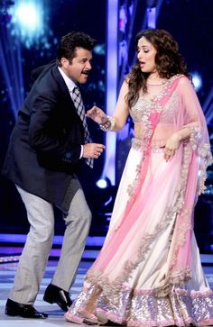 That Show: Madhuri Dixit-Nene, Anil Kapoor Recreate Movie Magic At Jhalak Dikhhla Jaa 7 Finale Bollywood Saree, Bollywood Fashion, Bollywood Actress, Pakistani Outfits, Indian Outfits, Indian Designer Suits, Desi Wear, Madhuri Dixit, Indian Attire
