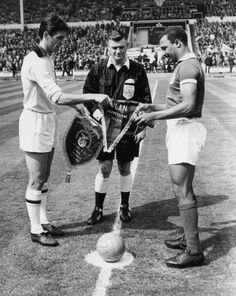 Cesare Maldini e Mário Coluna na Final da Taça dos Clubes Campeões Europeus em 1963.