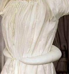 Morenita la quiero   con el refajo   estrecha de cintura   y ancha de abajo.     La estética antigua pedía cinturas estrechas y anchas ...