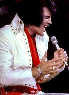 Elvis in concert in Los Angeles in november 14 1970.