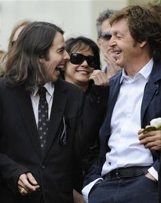 Sir Paul and Dhani. What a breathtaking portal to George.....