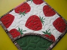 Free Pattern Quilted Pot Holder | 30+ Free Pot Holder Patterns & Tutorials: {Sewing} : TipNut.com                                                                                                                                                                                 Más