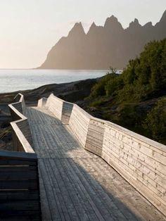 Det internasjonale arkitekturmagasinet Topos hedrer norsk design langs turistveiene.