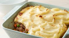 Make-Ahead Shepherd's Pie - The base of the pie can be made ahead and frozen in an easy-to-store container. To finish the dish, simply thaw, top with Betty Crocker™ creamy butter mashed potatoes, bake and serve! Make Ahead Freezer Meals, Easy Meals, Freezer Cooking, Cassoulet, Glass Baking Dish, Frozen Meals, Casserole Recipes, Pasta Casserole, So Little Time