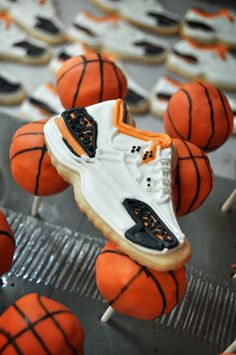 Basketball Cookies and Cake Pops - definitely making these for my NBA All-Star game party :)