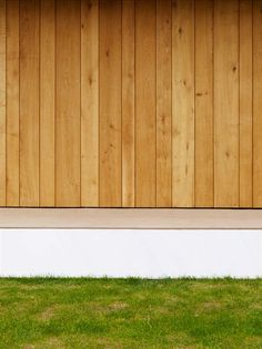 Nice and precise detailing. John Pawson's Cricket Pavilion Oxford. Photgraphy by Jens Weber.