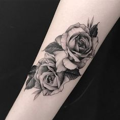 Tattoo Arm Realistic Flower 33 Ideas For 2019 Rose Tattoos For Men, Trendy Tattoos, Unique Tattoos, Small Tattoos, Tattoos For Guys, Tattoos For Women, Piercing Tattoo, Arm Tattoo, Body Art Tattoos