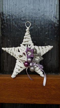 Modern Flower Arrangements, Halloween Crafts, Christmas Ornaments, Holiday Decor, Flowers, Design, Home Decor, Elves, Christmas Crafts