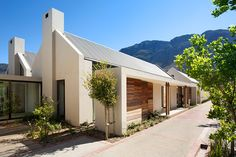 Tour a Contemporary Franschhoek, South Africa, Estate - Architectural Digest Farmhouse Architecture, Modern Farmhouse Exterior, Residential Architecture, Modern Architecture, Pavilion Architecture, Sustainable Architecture, Farmhouse Contemporary, Contemporary Houses, Japanese Architecture