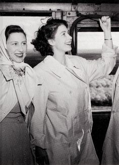 Princess Elizabeth (Queen Elizabeth II), with Princess Margaret, blows the whistle of the Royal engine, 1947 Young Queen Elizabeth, Princess Elizabeth, Royal Princess, Queen Mary, Prince And Princess, Princess Diana, Prinz Charles, Prinz William, Pippa Middleton