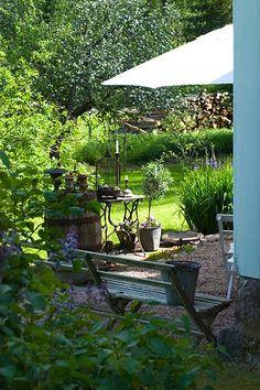 Made In Persbo: Idag är inte en av mina stoltaste dagar Back Gardens, Outdoor Gardens, Outdoor Rooms, Outdoor Living, Gravel Patio, Garden Cottage, Outdoor Settings, Garden Styles, Dream Garden