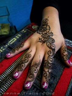It begins with henna by Henna Trails, via Flickr