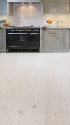 White Wood Floors, Maple Floors, Wooden Kitchen Floor, Kitchen Flooring, Shaker Kitchen, Room Interior, House Colors, Cabin Interiors, Decoration