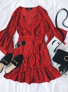 red polka dot wrap dress 51 Outstanding Street Style Outfits To Wear Asap – red polka dot wrap dress Source Casual Dresses, Casual Outfits, Cute Outfits, Fashion Outfits, Womens Fashion, Trendy Fashion, Dots Fashion, Fashion Pics, Trendy Style
