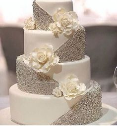 26 Best White Wedding Cake Design for Traditional Wedding - Wedding cake elegant gold - Wedding Cakes White Wedding Cakes, Wedding Cakes With Flowers, Elegant Wedding Cakes, Beautiful Wedding Cakes, Wedding Cake Designs, Wedding Cake Toppers, Beautiful Cakes, Trendy Wedding, Bling Wedding Cakes