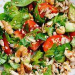Gelatina Reduce Aspectul Ridurilor (Cum Să O Folosești) Kung Pao Chicken, Cobb Salad, Ethnic Recipes, Food, Diet, Salads, Eten, Meals