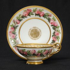A BEAUTIFUL ANTIQUE SEVRES FRENCH EMPIRE PORCELAIN TEA CUP & SAUCER, DATED 1823.