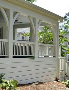 Loyal accumulated wrap around porch design click this link now Porch Banister, Front Porch Railings, Front Porch Design, Front Deck, Deck Railings, Screened In Porch, Deck Design, House Design, Porch Railing Designs