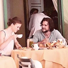 "3,124 curtidas, 26 comentários - Kit Harington ✘ Jon Snow (@wildling4kitharington) no Instagram: ""❥ ↬[Kit Harington (with gf Rose Leslie) in Capri, Italy (21Jul.2017)]↫ ☒ Bae with Rose Maybe…"""