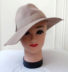Vintage Late 1970s (Approx) Retro 1940s Red Felted Wool Ladies  Fedora  Style Hat 08a1084e8540