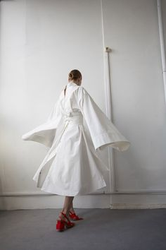's deconstructed silhouettes and sartorial cuts Runway Fashion, Girl Fashion, Fashion Looks, Fashion Outfits, Womens Fashion, Fashion Design, Fashion Trends, Fashion Show Collection, Mode Inspiration