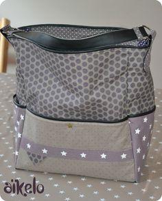 Aikelo / tote bag très largement amélioré / lien vers tuto Coin Couture, Couture Sewing, Couture Bags, Diy Handbag, Diy Purse, Diy Bags No Sew, Diy Bags Patterns, Diy Sac, Diy Bags Purses